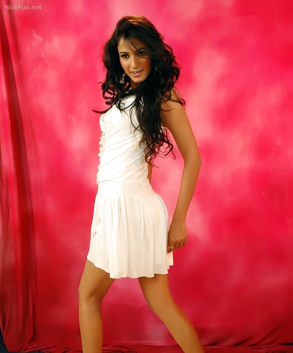 Kareena Kapoor Vs Amisha Patel Wallpaper Sonal Chauhans -7687