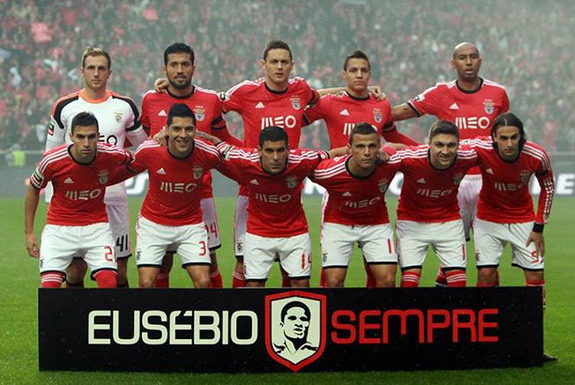 Benfica pay touching tributes to Eusébio during Porto match