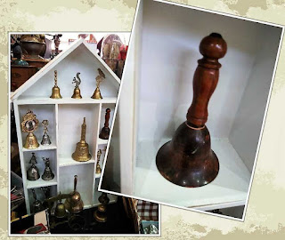 exposición de coleccion de campanas feria de antiguedades de Noja