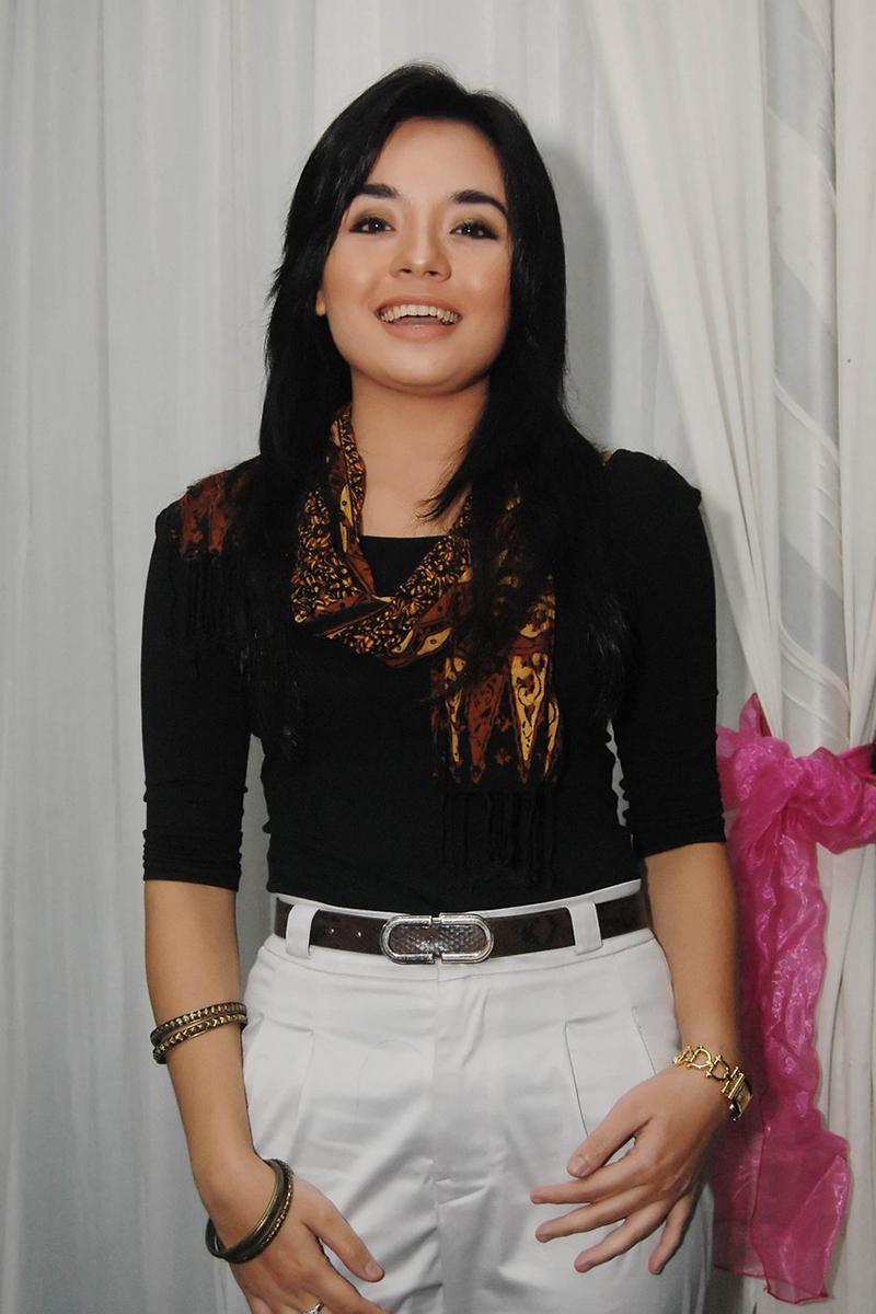Model Majalah Pria dewasa Gita Sinaga jadi artis FTV