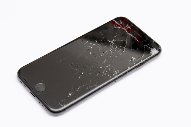 3 Reasons Why You Should Not Use A Broken Smartphone