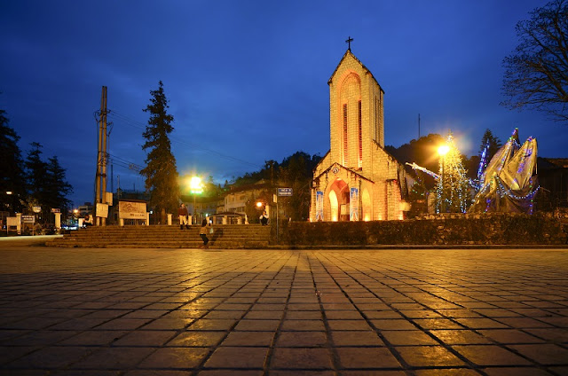 Sapa cathedral chapel is splendid on Christmas Eve 1