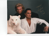 autographed photo of siegfried and roy with white tiger