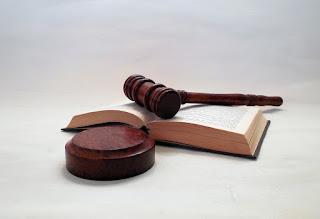 Martelo e a Lei - A universalização da saúde como Direito Fundamental