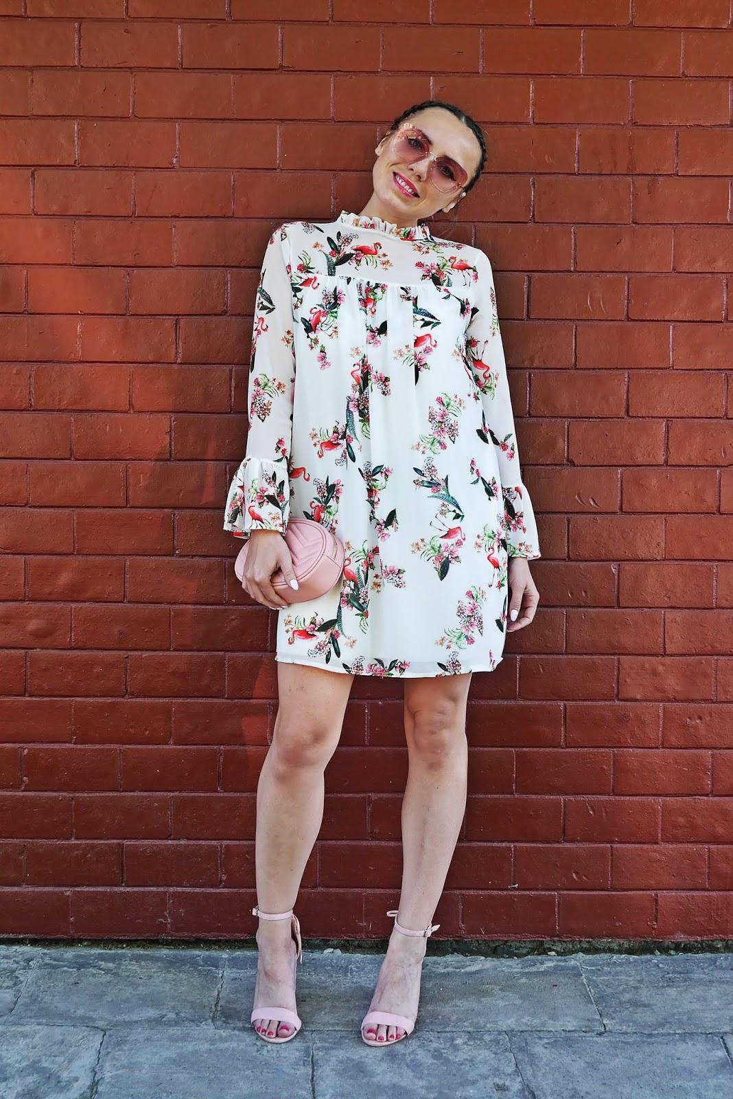 11_sukienka_we_flamingi_renee_szpilki_rozowe_torebka_nerka_rozowa_karyn_blog_modowy_300518