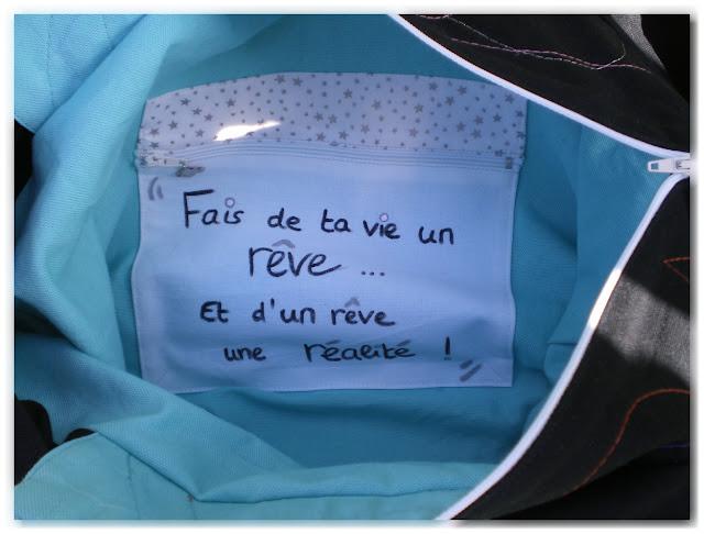 """intérieur sac cabas poche à message """"fais de ta vie un rêve et d'un rêve une réalité"""""""