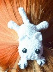 http://translate.google.es/translate?hl=es&sl=en&tl=es&u=http%3A%2F%2Fkrawka.blogspot.com.es%2F2015%2F02%2Fthere-is-cat-on-my-head-hairclip-free.html