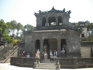 Pabellón de las estelas en la tumba Imperial Khai Dinh de Hue