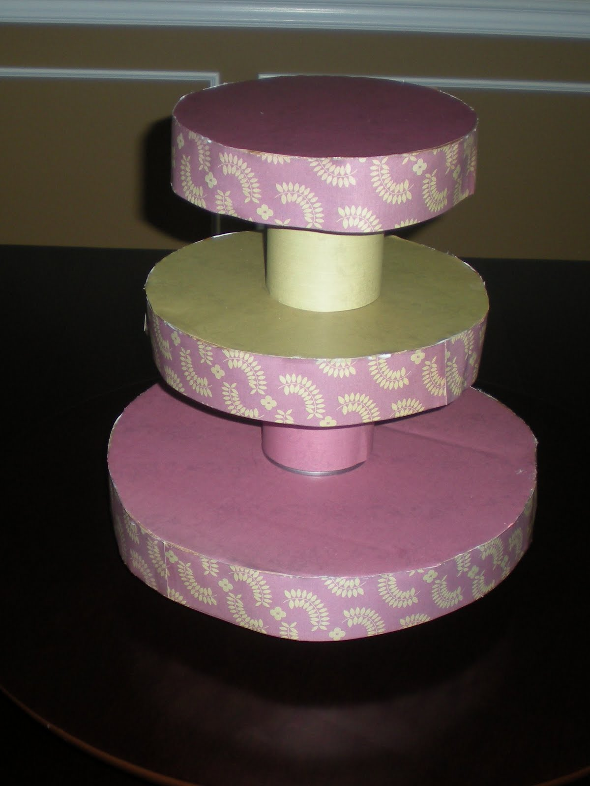 Make It Grand: DIY Cupcake Tower / Stand