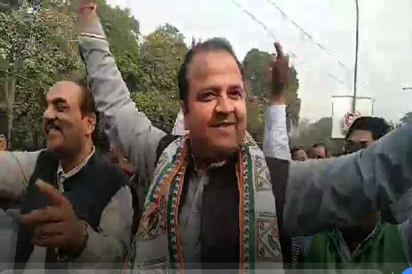 faridabad-congress-leader-sumit-gaud-happy-congress-win-election-in-3-state