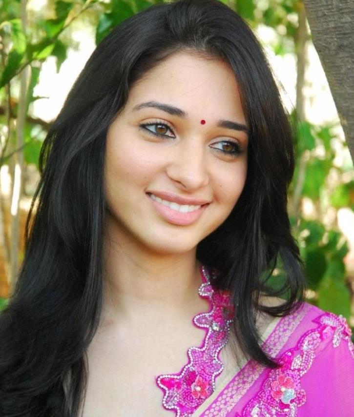 Tamanna In Saree In Rebel: Tamanna HD Photos In New Hot Saree