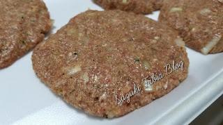Hambúrguer caseiro macio, suculento e  super saboroso