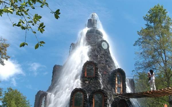 فندق داخل بركان تنبثق منه المياه image007-735140.jpg