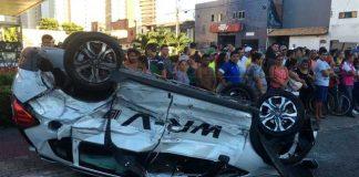 Motorista passa mal, causa acidente entre 5 carros e deixa uma pessoa morta