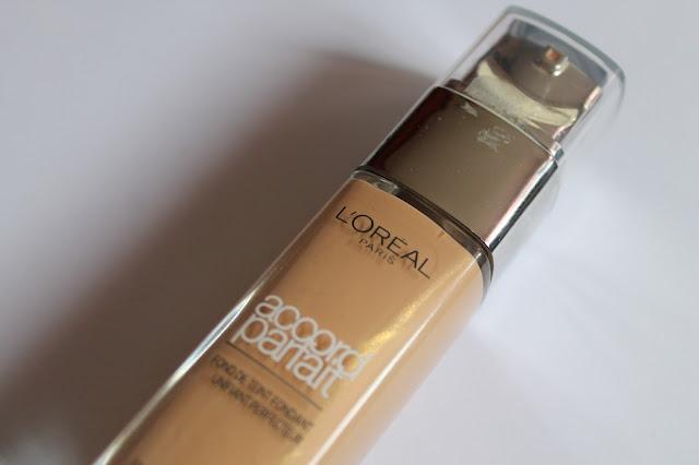 """Swatchs Fond de Teint Fondant Unifiant Perfecteur """"Accord Parfait"""" L'Oréal Beige Doré/Golden Beige"""