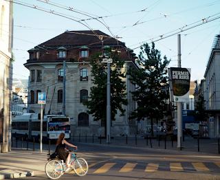 Tramvia i bicicleta a Ginebra per Teresa Grau Ros
