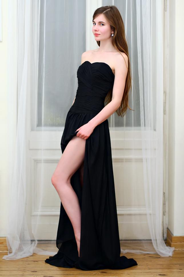 5ecdbfc297 Długa elegancka czarna suknia z wycięciem