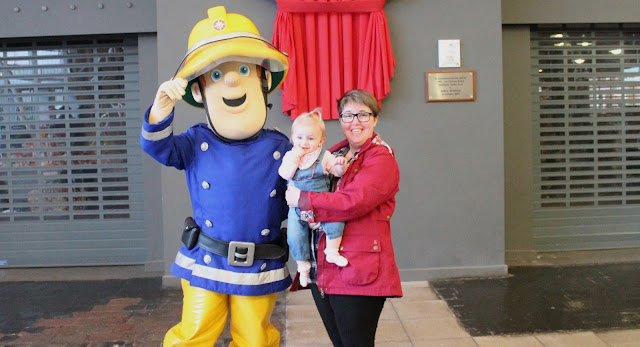 baby photo shoot with fireman sam in butlins for just for tots break
