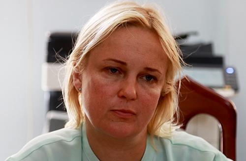 Người phụ nữ quốc tịch Nga tại công an.