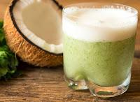 Suco de Abacaxi com Água de Coco, Hortelã e Gengibre (vegana)