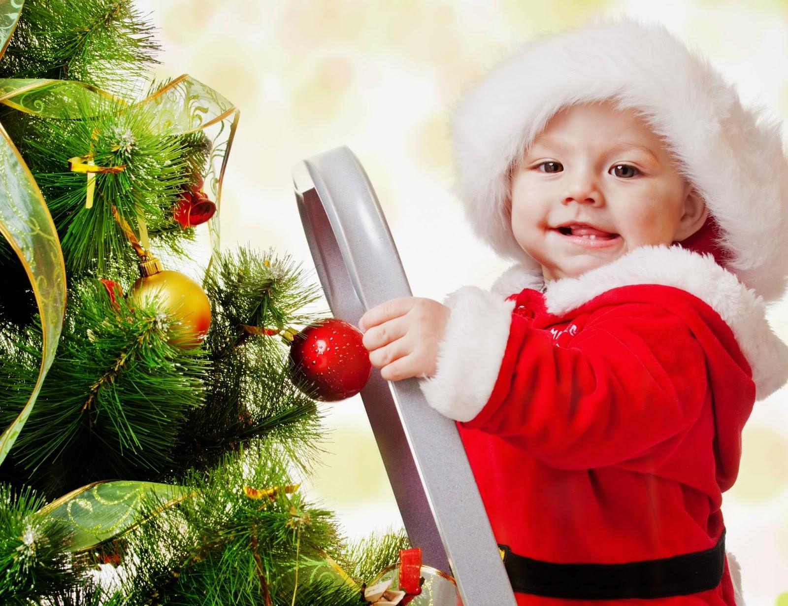 Foto lucu bayi merayakan hari natal