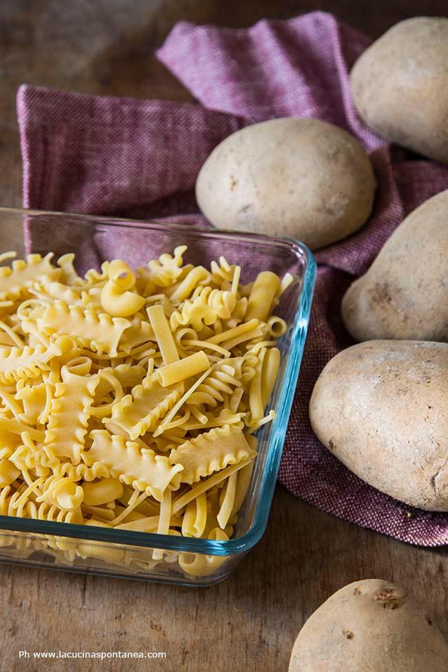 Fotografia degli ingredienti della pasta e patate