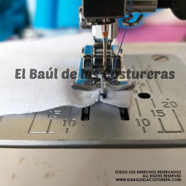 La máquina de coser se traba al hacer retroceso
