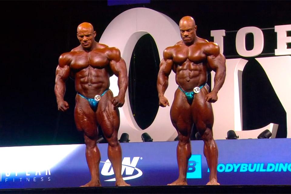 Big Ramy e Phil Heath aguardam anúncio do campeão do Mr. Olympia - Foto: Amazon Sports Nutrition/Reprodução