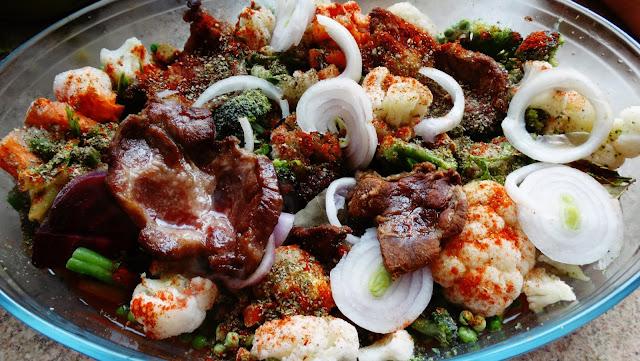 Smażony karczek z czarnej świni iberyjskiej z warzywami z piekarnika