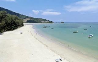 Пляж Най-Янг острова Пхукет