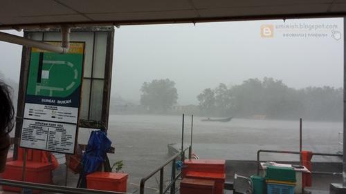 hujan ribut di pasar mukah, sarawak, pasar mukah jual ikan segar, udang fresh