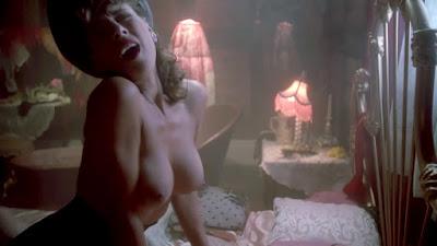 Michelle Bauer les seins nus dans Puppet Master 3