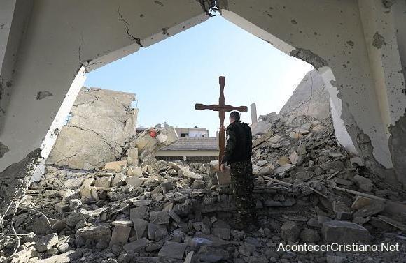 Iglesia cristiana destruida por el Estado Islámico en Irak