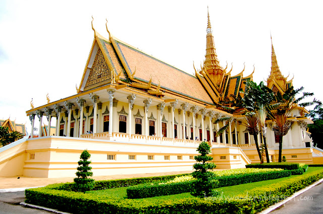 bowdywanders.com Singapore Travel Blog Philippines Photo :: Cambodia :: When in Cambodia: Everything You Need to Believe about the Royal Palace in Phnom Penh