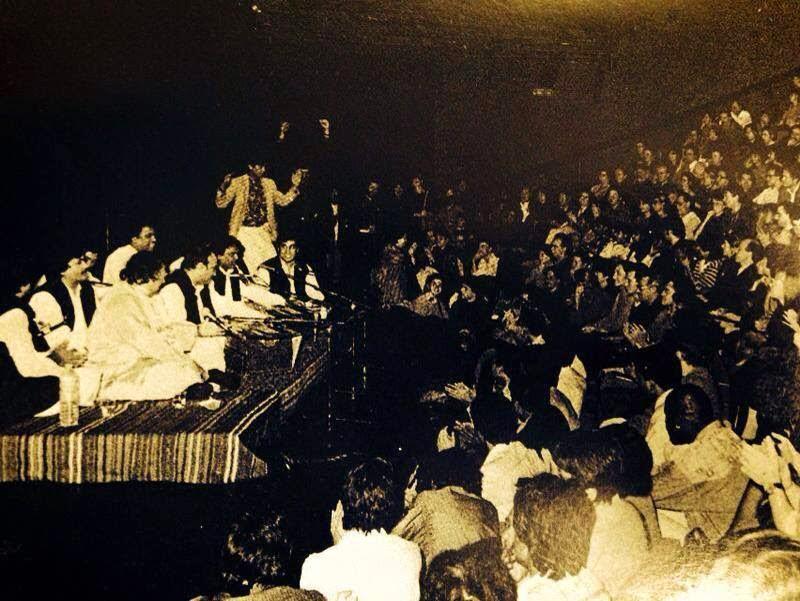Data Ali Hajveri Tenu Lakhan Ne Salam Qawwali by Nusrat Fateh Ali Khan