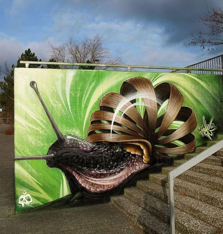 15-Snail-Jayn-Slice-Style-Animal-Street-Art-www-designstack-co