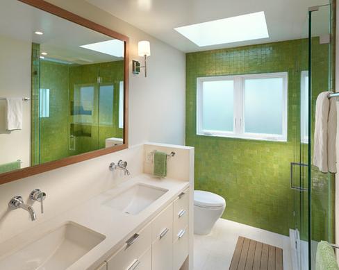 banheiro com azulejos verdes
