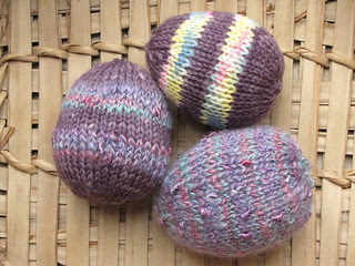 A free knitting pattern for knitted Easter Eggs