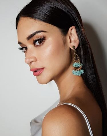The Queen, Pia Wurtzbach  Thanked Angel Locsin For  Hosting A Block Screening For  Her Movie 'My Perfect You'