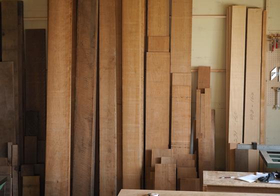 家具工房に置かれたブラックチェリー