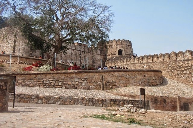 Jhansi Fort - One of the Historical Places of India