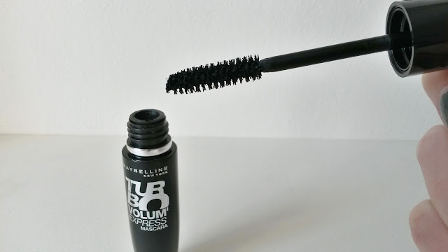 Mascara Volum' Express Turbo Boost Gemey Maybelline brosse