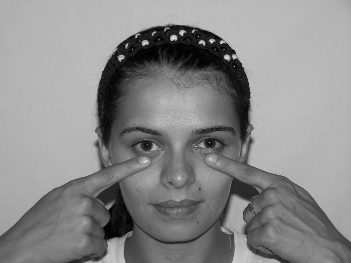 12 SINUS PRESSURE POINTS FOR NASAL CONGESTION AND HEADACHE RELIEF