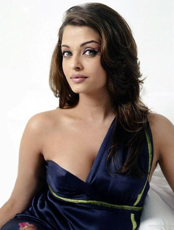 fake boobs celebrities: Aishwarya Rai