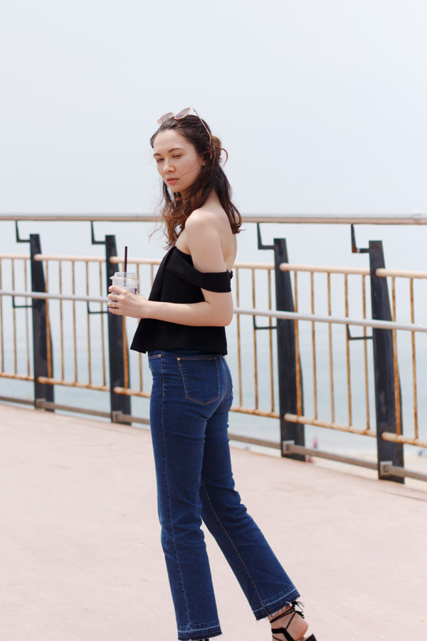 Daecheon beach, how to wear crop flares, cropped flare denim, tassel pom pom sandals, summer 2016 trends, off the shoulder, zara, forever21, korean fashion, travel korea, canadian fashion blogger