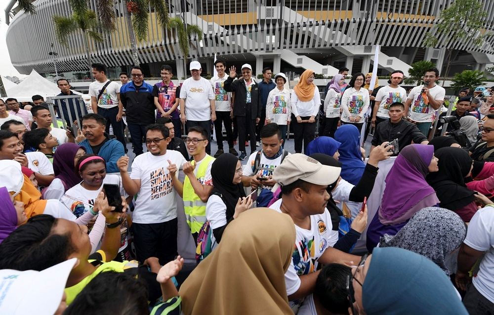 Tun Mahathir Saran Penjawat Awam Bersenam 15 Minit Semasa Bekerja