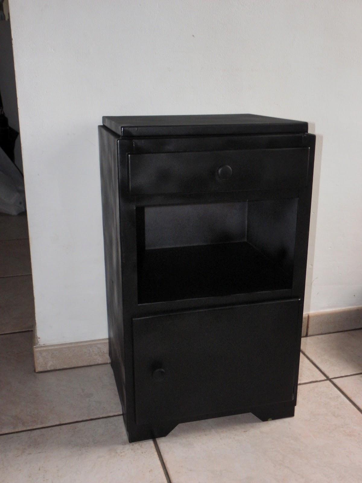 lucie la chineuse petite table de chevet en m tal repeinte en noir. Black Bedroom Furniture Sets. Home Design Ideas