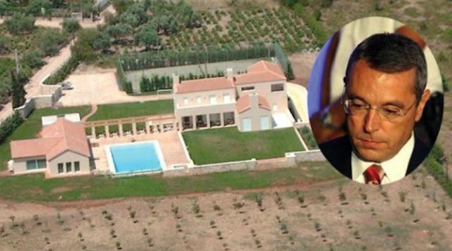Σε πλειστηριασμό βγαίνει τον Νοέμβριο του 2017 η έπαυλη με την πισίνα και τα γήπεδα τένις και μπάσκετ στις Αφίδνες της βορειοανατολικής Αττικής, που ανήκει στον δημοσιογράφο Αιμίλιο Λιάτσο και τη σύζυγό του Αθηνά Καραλή.