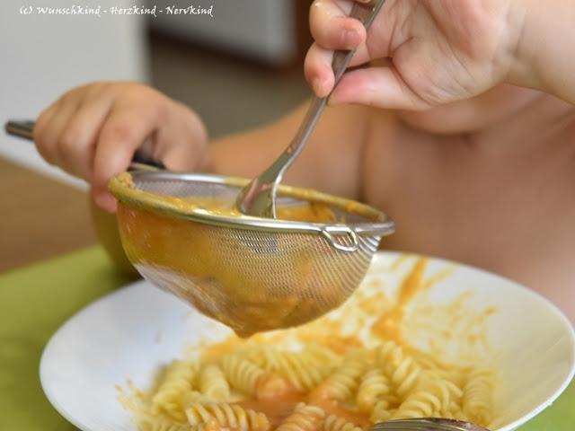 Bei vielen Kindern kommt irgendwann ein Punkt, an dem sie in ihrer Auswahl an Lebensmitteln einseitiger werden. Können wir daran etwas ändern? Wie schaffen wir es, dass sie vielfältigr essen und weniger mäkelig sind?