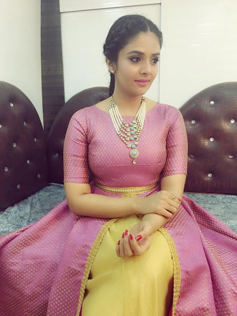 Anchor Sreemukhi new stills from super serial championship